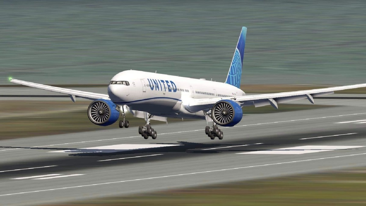 United 77W about to touchdown on one of KSFO's 28 runways