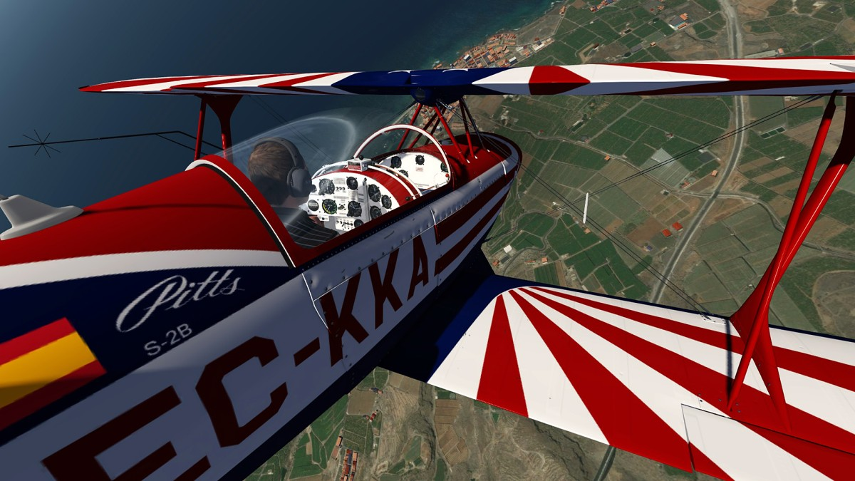 Pitts-S2 stunting over La Palma-Canarias