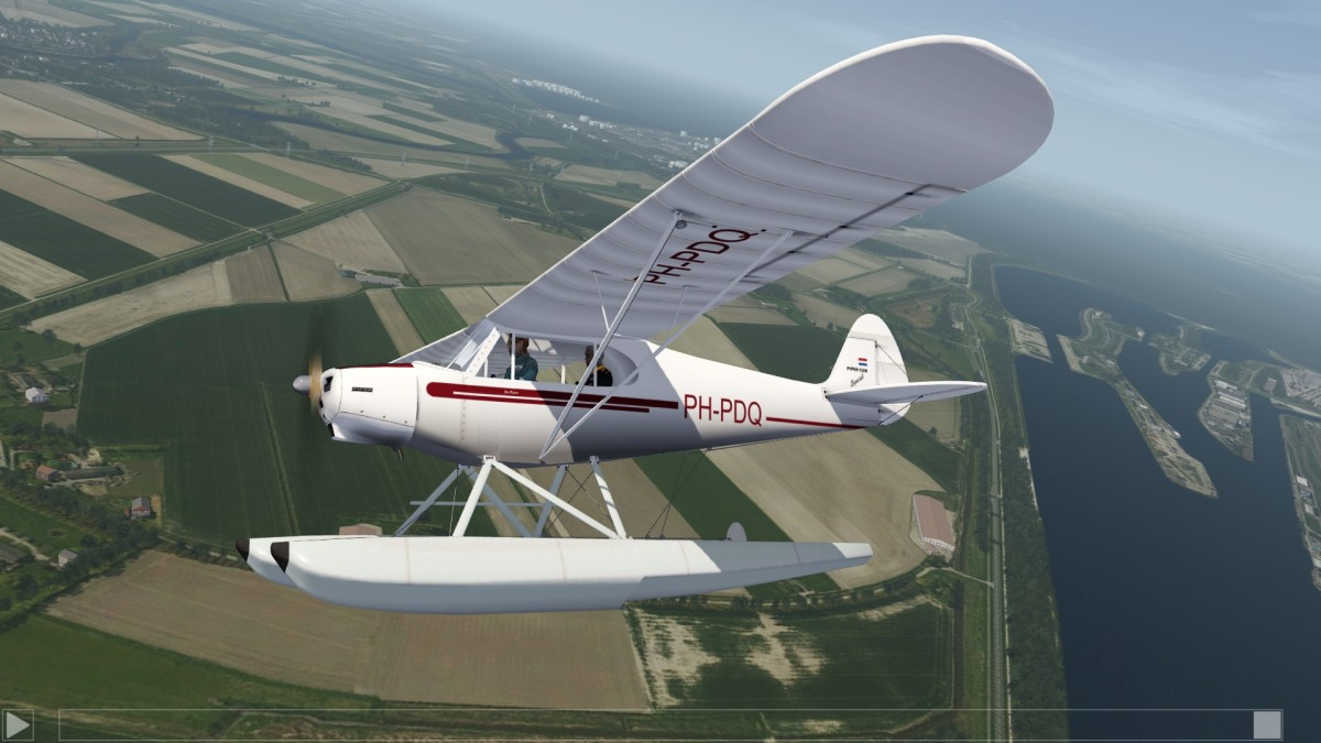 "Fictional Dutch Cub repaint ""PH-PDQ"" now also on floats"